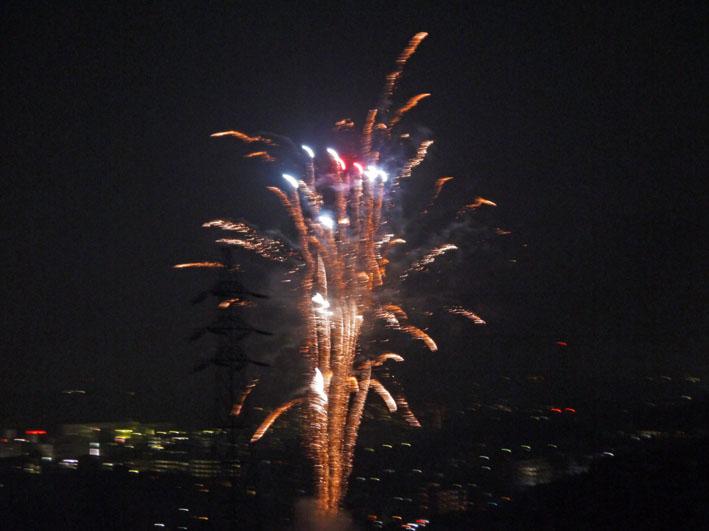 チョー贅沢!自宅から大船高校の花火大会を見物9・6_c0014967_21291942.jpg