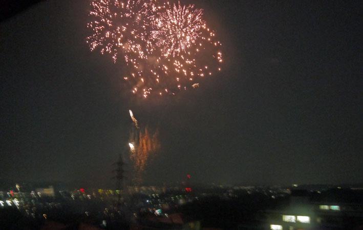 チョー贅沢!自宅から大船高校の花火大会を見物9・6_c0014967_2129421.jpg