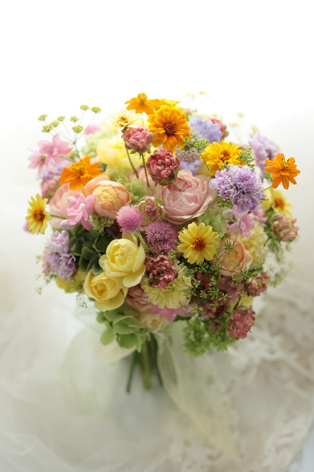 ミックスカラーのクラッチブーケ 9月、いろいろな花で 海浜幕張オレアジ様へ もしあなたが道路掃除人なら_a0042928_22294053.jpg