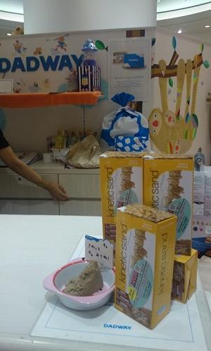恵比寿ガーデンプレイス、ママフェスでもやっぱりキネティックサンドは大人気!_d0148223_10185099.jpg