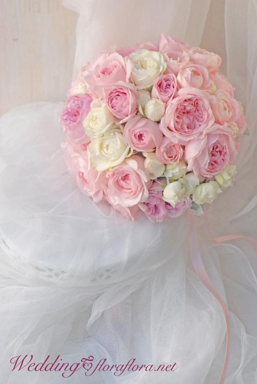 中秋の名月の月曜日 バラでいっぱい!パウダーピンクとアイボリーホワイトのクラッチブーケ_a0115684_11421520.jpg