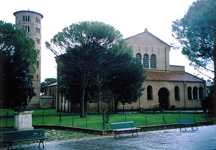 ラヴェンナ、グッビオ、ウルビーノ、リミニ、ミラノ_e0097130_10401399.jpg