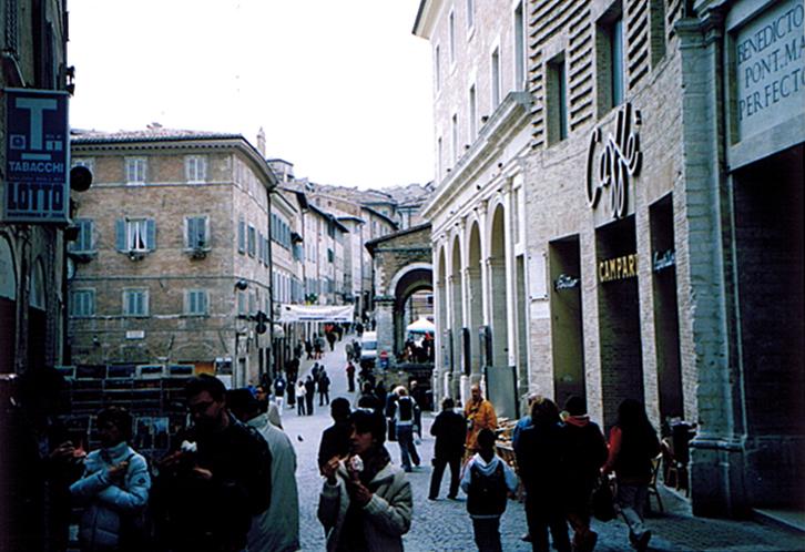 ラヴェンナ、グッビオ、ウルビーノ、リミニ、ミラノ_e0097130_10413418.jpg