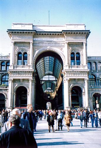 ラヴェンナ、グッビオ、ウルビーノ、リミニ、ミラノ_e0097130_10441407.jpg