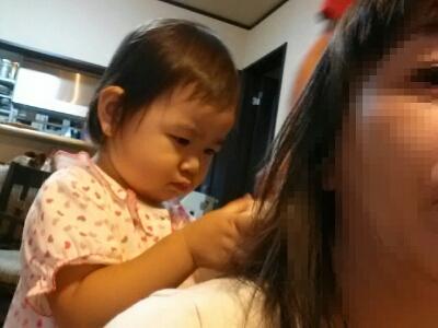 髪の毛をくくってくれるよ_e0136815_935341.jpg