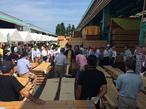 材木市場の記念市に行ってきました。_a0059217_2124896.jpg