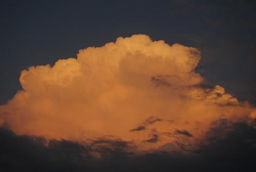 入道雲が赤く染まって感動したが理詰めにあって冷たく冷める_d0101846_6284865.jpg