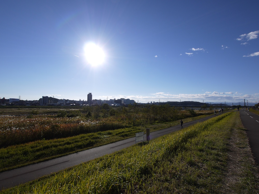 太陽と河川敷_e0216133_15565491.jpg