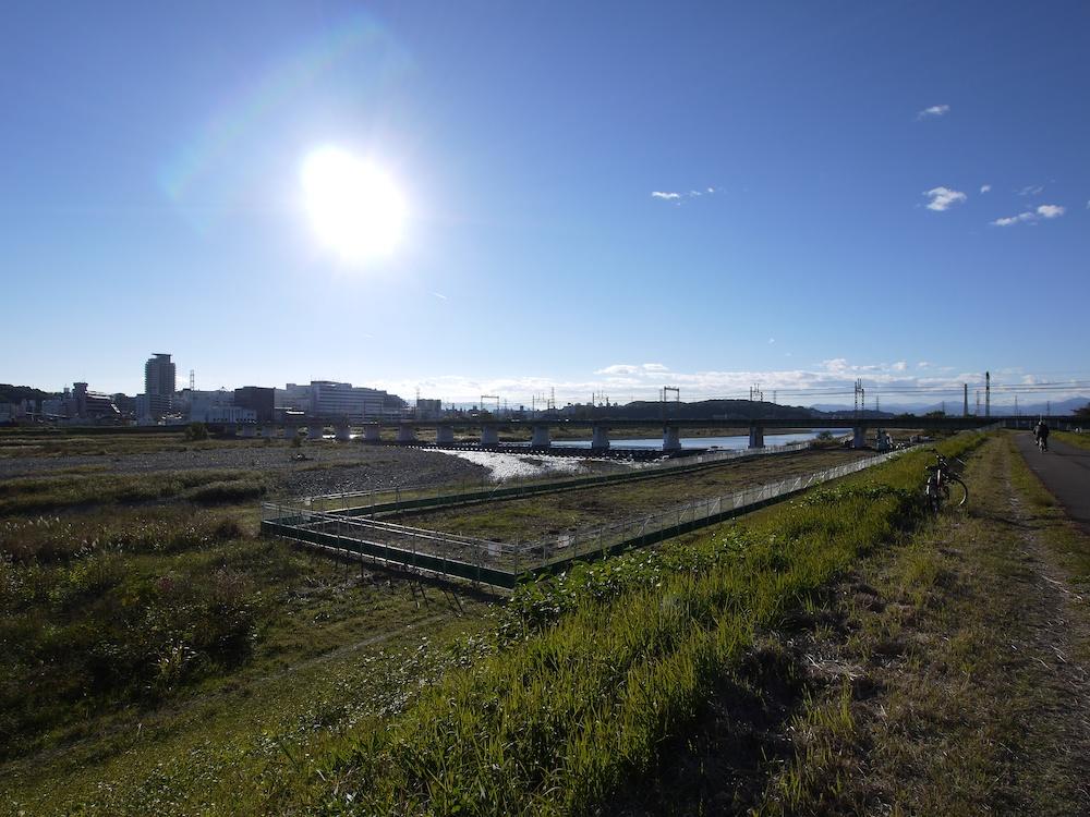 太陽と河川敷_e0216133_15565880.jpg