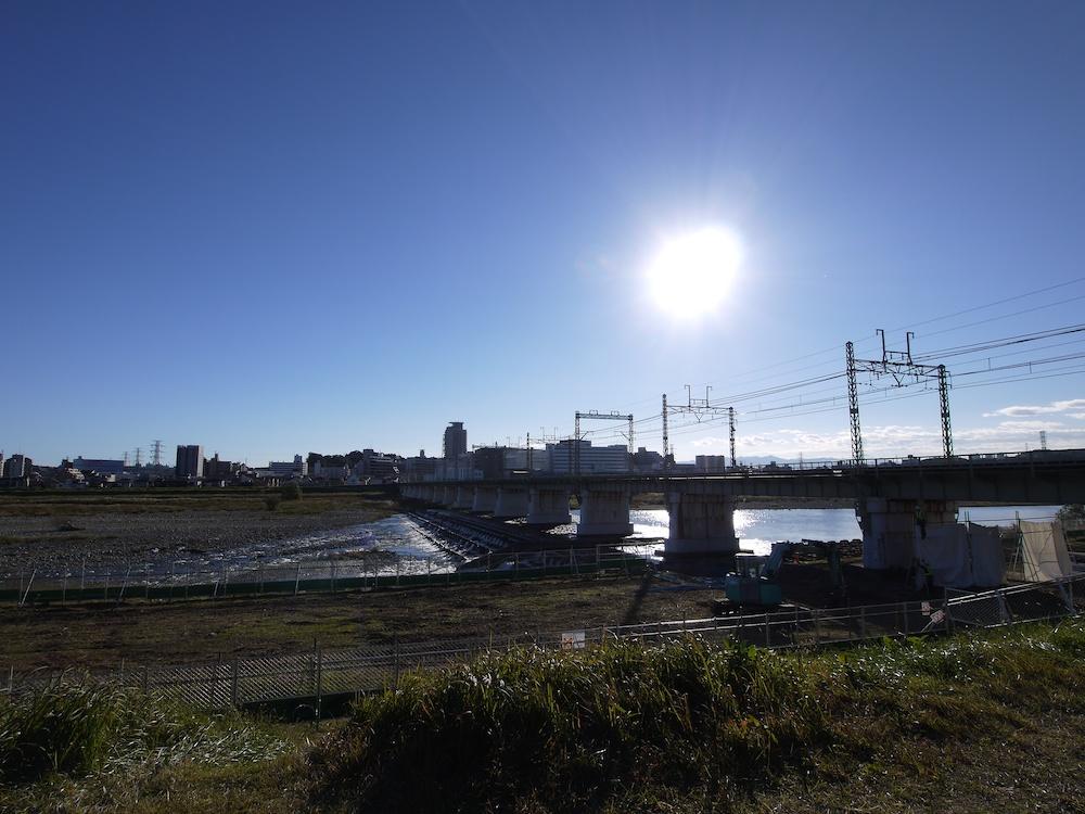 太陽と河川敷_e0216133_1557069.jpg