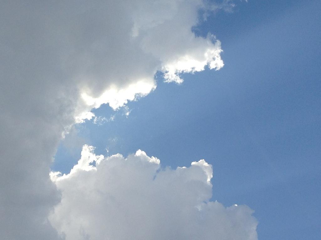 今日の雲~ちょっと夏っぽく^^~_b0298740_23381657.jpg