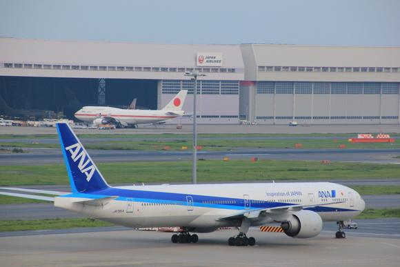 日本国政府専用機 _d0202264_8111350.jpg