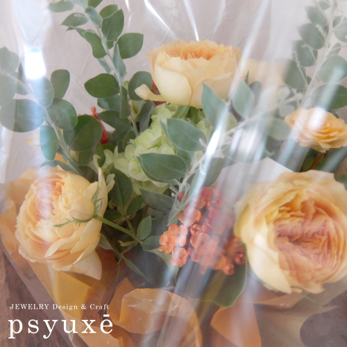 素敵なお花をありがとうございます_e0131432_14023070.jpg