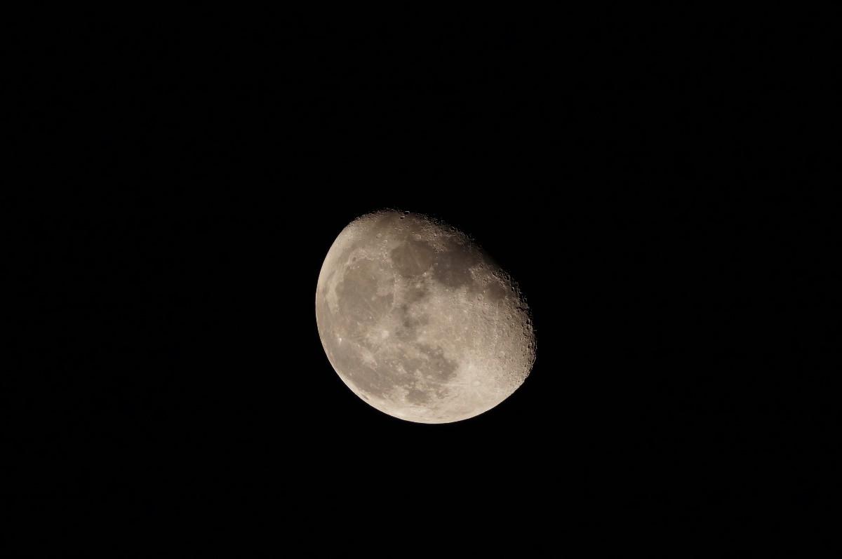ラプトル60で下弦前の月を撮る_a0095470_1423490.jpg