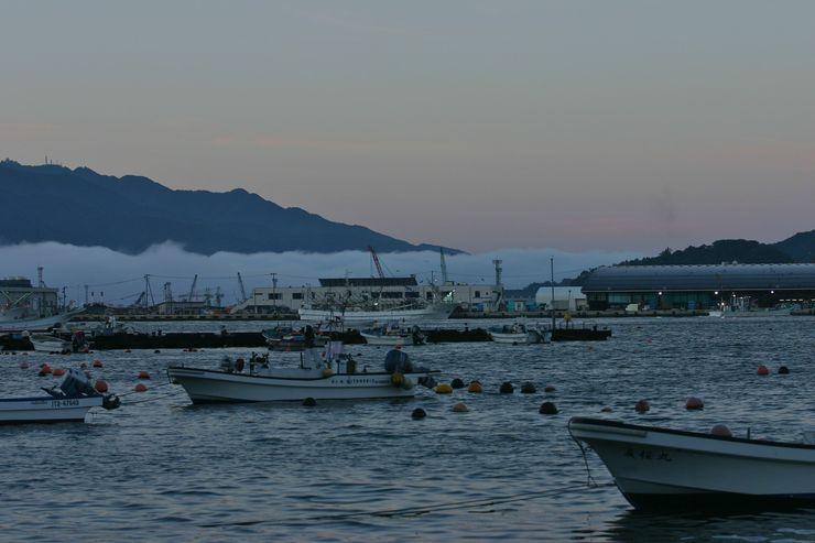 宮古港朝の風景 : 風・友・丘