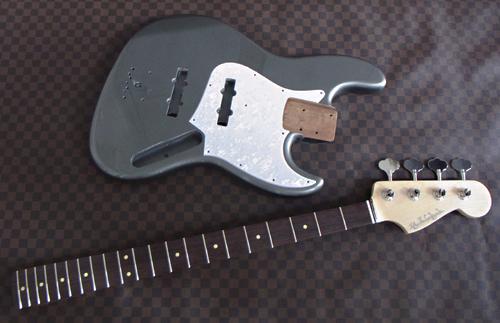 北久保さんオーダーの「Modern J-Bass #018」塗装完了。_e0053731_16212134.jpg