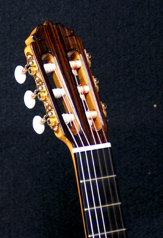 アマリア ブルゲフラメンコギターの詳細_c0330563_16141158.jpg
