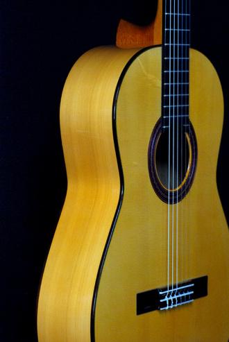 マリアーノ    コンデ 手工フラメンコギター入荷_c0330563_16142050.jpg
