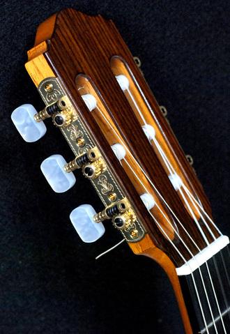 マリアーノ    コンデ 手工フラメンコギター入荷_c0330563_16142243.jpg