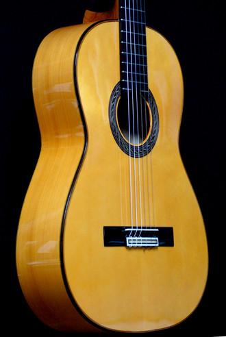ホセ・アントニオのニューモデル フラメンコギターの入荷_c0330563_16162638.jpg