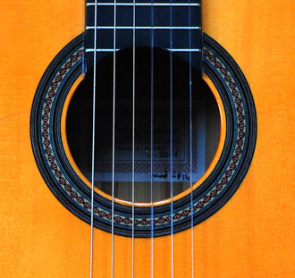 フェリッペコンデの限定フラメンコギター_c0330563_1617853.jpg
