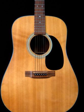 フラメンコギター専門店ですけど今年度はエレキとアコギの修理が殆ど・・・_c0330563_16192858.jpg