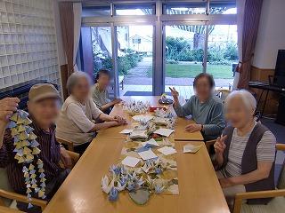 枝垂れ柳のモビール<アクティブライフ神戸・グループホーム>_c0107602_13172272.jpg