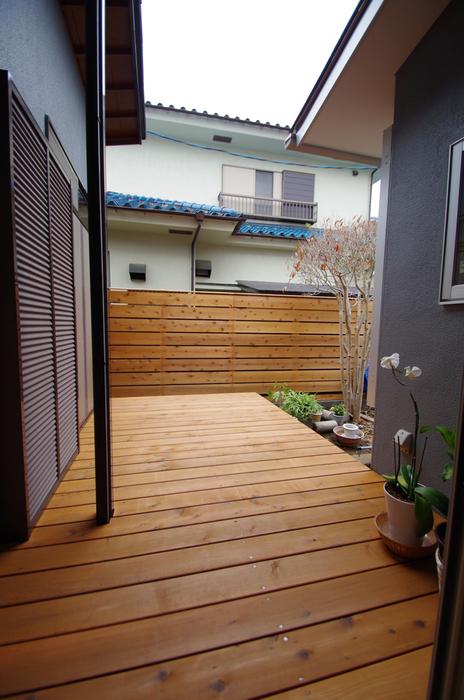 板塀とデッキ/陽廻りの家_c0004024_9133254.jpg