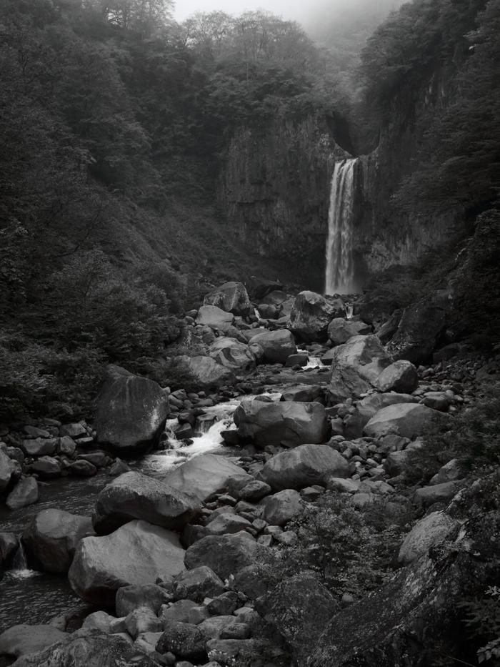 巨岩と滝壺_e0169421_21201310.jpg