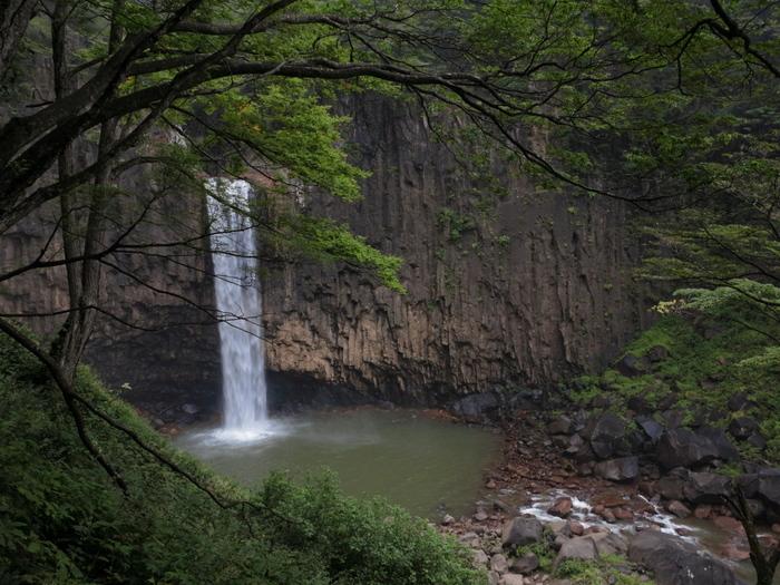 巨岩と滝壺_e0169421_21201414.jpg