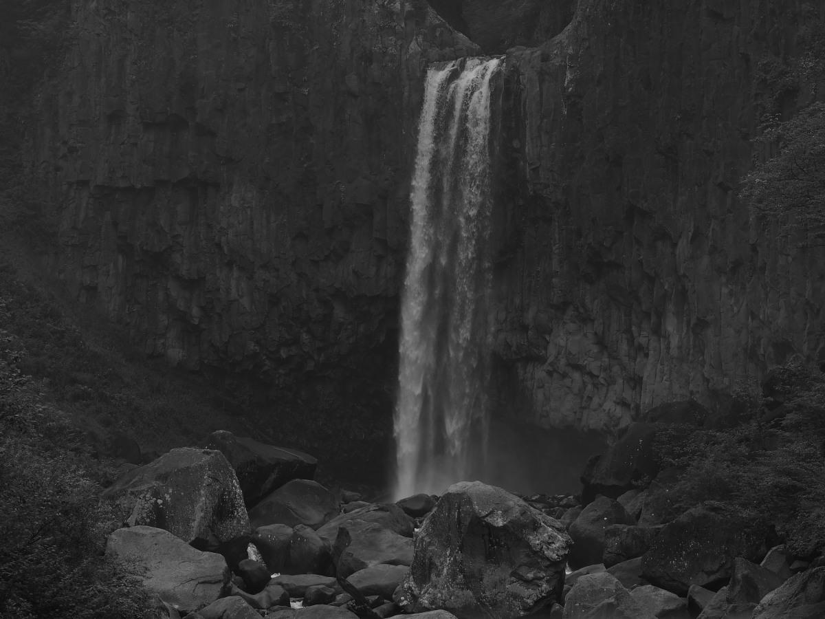 巨岩と滝壺_e0169421_2120987.jpg
