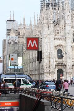 ミラノの「M」_a0091348_514353.jpg