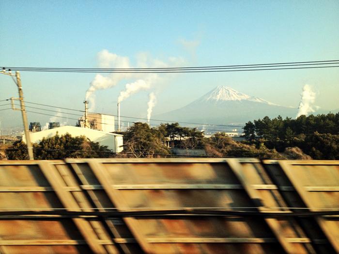 東海道新幹線 / iPhone 4s_c0334533_16323881.jpg