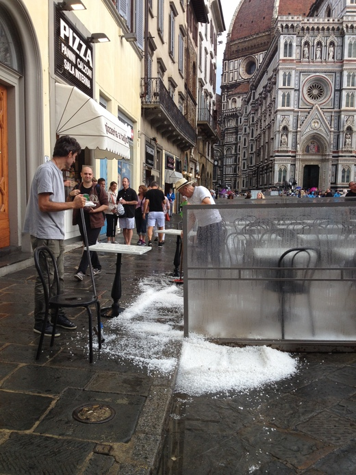 19/09/2014  フィレンツェ過去最大の雹_a0136671_0354087.jpg