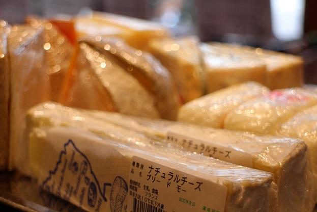 チーズ入荷しました。_b0016474_17573534.jpg