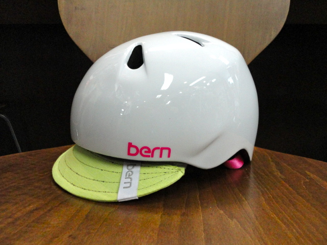 bernヘルメットいくつか入荷しました_b0189682_16195228.jpg