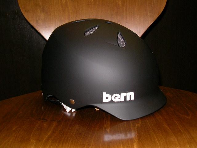 bernヘルメットいくつか入荷しました_b0189682_16214456.jpg