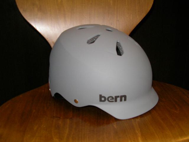 bernヘルメットいくつか入荷しました_b0189682_16233218.jpg