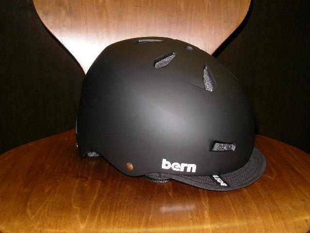 bernヘルメットいくつか入荷しました_b0189682_16333756.jpg