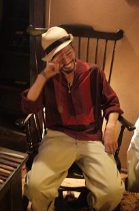 「椅子職人」の前でハシャイデみたら・・_f0226293_9262869.jpg