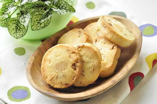 久し振りのお菓子作り サクサク!ナッツのクッキー_b0171098_1512227.jpg