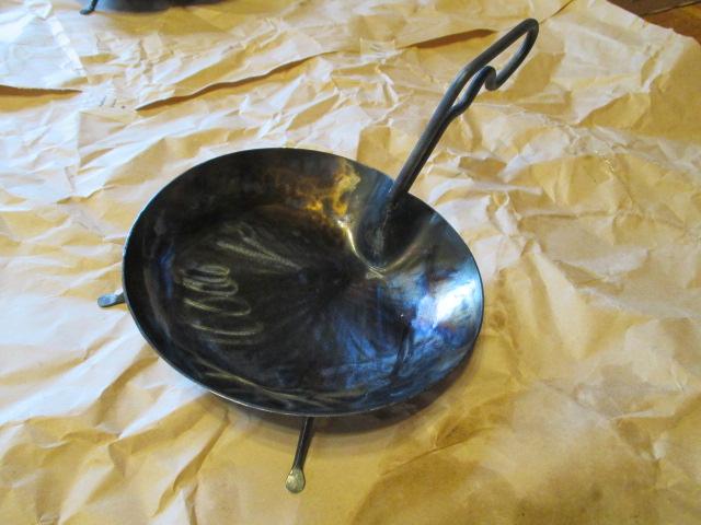 鉄フライパンの、蓮はパン_e0292359_957772.jpg