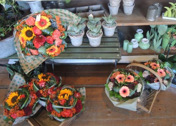 デンマークの小さな町の花屋さん・・・Forglemmigej_b0137969_17312070.jpg
