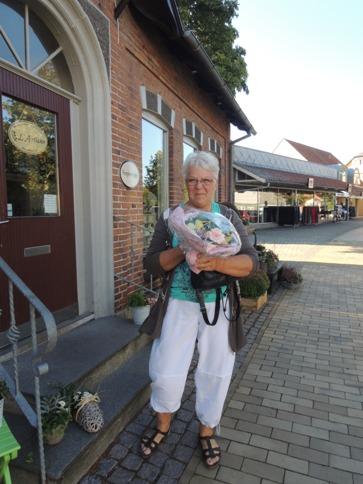 デンマークの小さな町の花屋さん・・・Forglemmigej_b0137969_1825384.jpg