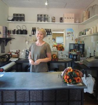 デンマークの小さな町の花屋さん・・・Forglemmigej_b0137969_18275857.jpg