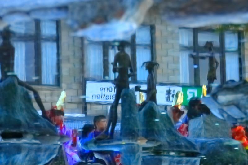水面に映る、遠野祭りの名残り_f0075075_17354743.jpg