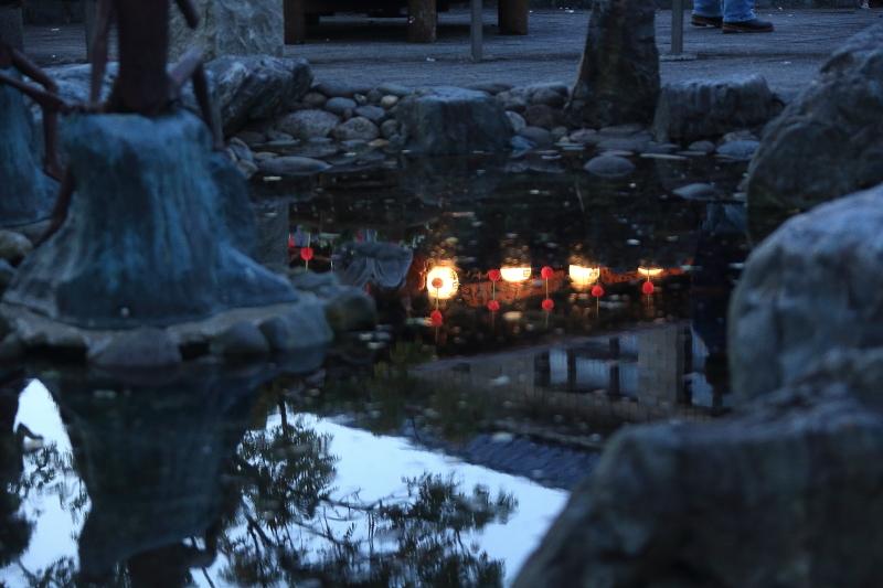 水面に映る、遠野祭りの名残り_f0075075_1895593.jpg