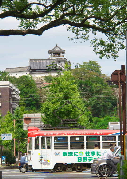 高知城と路面電車_f0266284_2252593.jpg