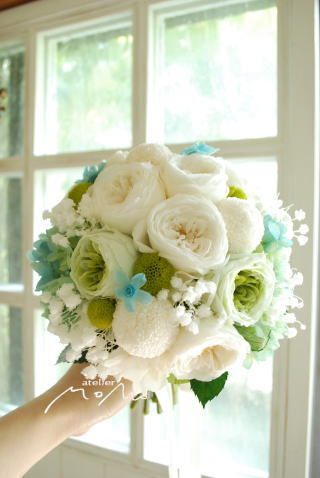 丸っこいお花をあつめたクラッチブーケ♪_a0136507_21364977.jpg