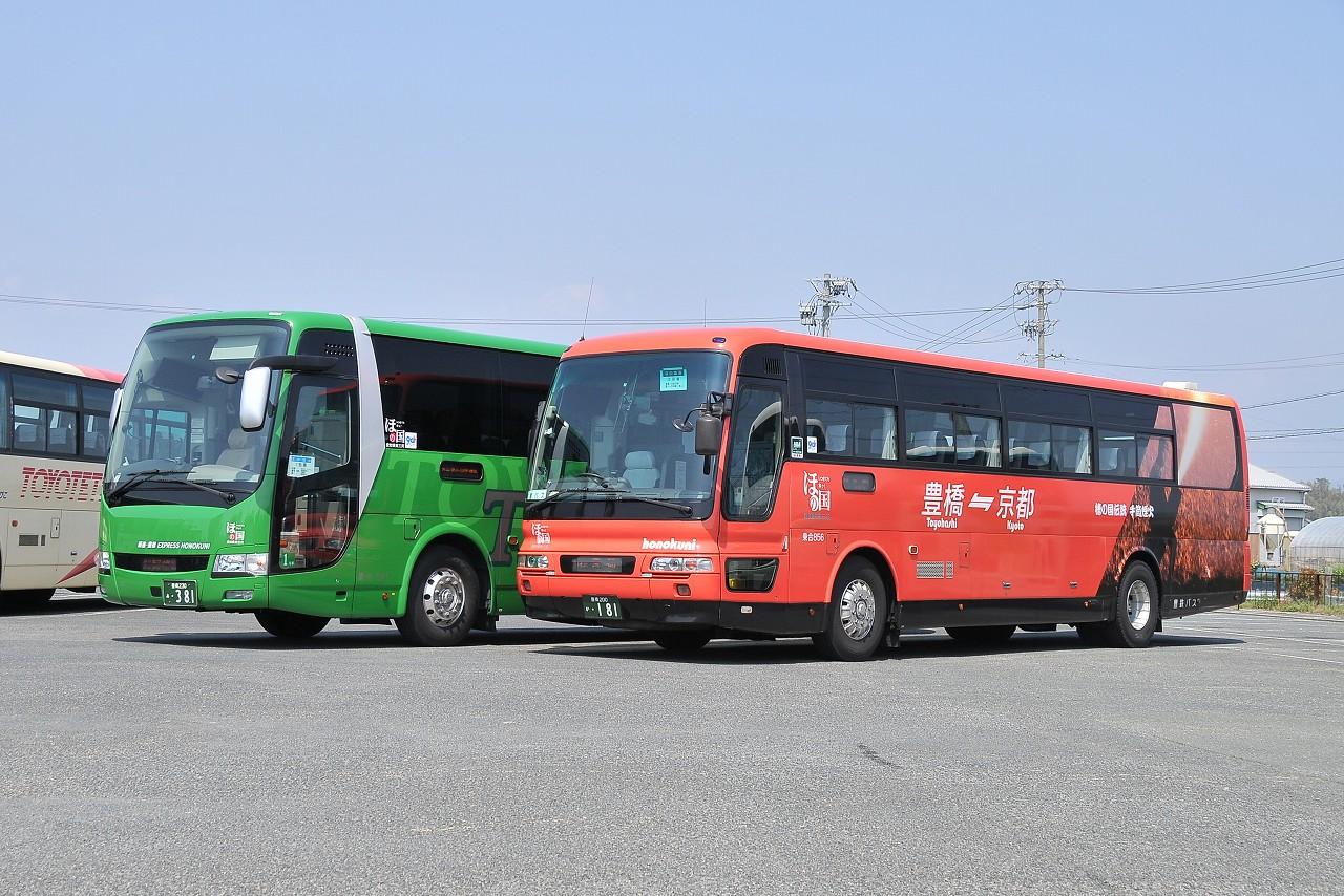 豊鉄バス2台並び_b0243248_20274058.jpg